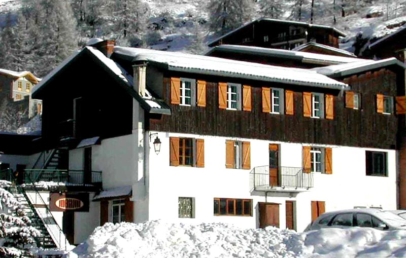 Cheap hotel Tignes for skiing and snowboarding